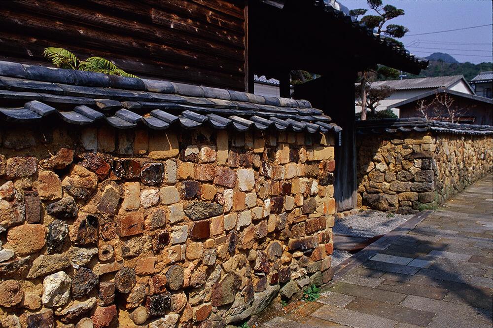 Alley with kiln-brick walls